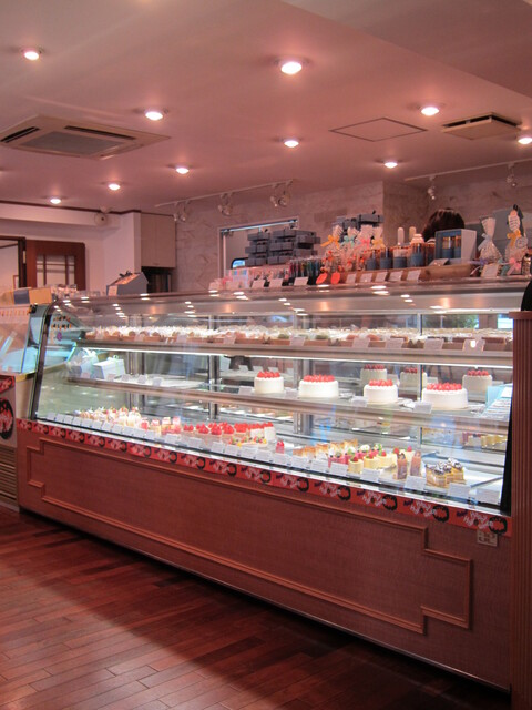フレンチ パウンド ハウス 大和郷本店 - かわいい店内