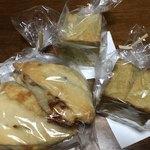 バズカフェ フォー キッズアンドマムズ - チーズナッツリュスティック 緑茶キューブパン(中はあんこ)