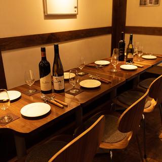 木のぬくもり溢れる空間で、お肉とワインを満喫!!