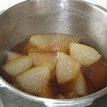 ニシムイそば - シブイ(冬瓜)を鰹ベースで煮付けして、煮汁が浸透している状態です。型くずもしていません。ソーキ(豚のスペアリブ)の名脇役になっています。