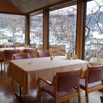 欧風懐石 勝 - 窓の外の景色を観ながら、ゆったり気分でお食事出来ます。