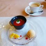 欧風懐石 勝 - デザートとコーヒー。 デザートは、杏仁豆腐の苺ソースとシャーベット。