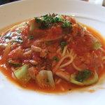 モヨリノ - ツナとちんげん菜のトマトソーススパゲティ
