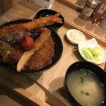 タレカツ - 特製合盛り丼1080円
