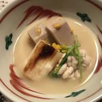 よし川 新別館 - 海老芋と真鱈の白子、滋賀県の信長ネギの白味噌仕立て