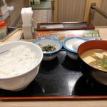 松屋 - 料理写真:卵がけご飯とろろ~豚汁変更~☆