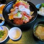 10096543 - 「特選 海鮮丼(\1580)」。