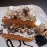 Cafe 豆うさぎ - 珈琲ゼリーラム酒シナモンクリームのワッフル