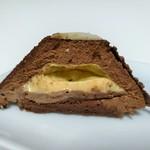 100967012 - 柔らかなチョコムースはビターだけどマイルドな苦味、バニラの香り溢れるサラサラのアングレーズソースがマッチ