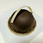 レ・プティット・パピヨット - 重厚なビターチョコムースに、サクサクした食感のナッツのプラリネがアクセント、ルヴァン470円