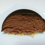 レ・プティット・パピヨット - 華やかな酸味やフルーティなアロマが香るビターチョコと、プラリネの甘味や香ばしさが抜群の組み合わせ