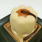レ・プティット・パピヨット - カヌレをアレンジした軽めのムースに、チョコムースとレモンクリーム、ボルドレ520円