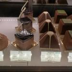 レ・プティット・パピヨット - シンプルながらエレガントなデザインのケーキ、通年商品は6種類(その2)