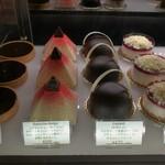 レ・プティット・パピヨット - シンプルながらエレガントなデザインのケーキ、通年商品は6種類(その3)