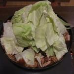 花千鳥 - ホルモン定食(ホルモン焼き+キャベツ)