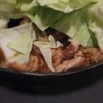 花千鳥 - ホルモン焼き+キャベツ(アップ)