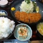 とんかつ翁 - 上ロースかつ定食 1350円。大盛りご飯に注意