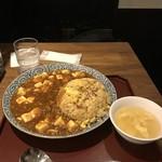 仙之助 - チャーハンマーボーとスープ