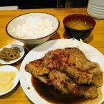 100983087 - 国産肉 三元豚しょうが焼  定食で800円(税込)