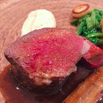 TATEOKA TAKESHI - 白糠産蝦夷鹿肉の炭火焼き。雌鹿モモ肉。             完璧な火入れ。