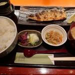 傳 - 本日の定食800円