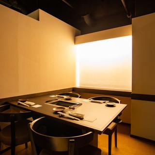 ≪全席個室でご用意≫スタイリッシュかつ洗練された和モダン空間