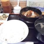 亜梨蘭 - 牛すじ煮込み定食780円