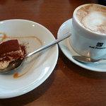 カフェ・トレド - ランチセットのデザートとカフェ・ラテ