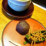 草太郎庵 - お茶菓子(おはぎと蕎麦かりんとう)