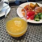 101000596 - 「ザ・ゲートホテル雷門 by HULIC」 目の前で作ってくれるオレンジジュース