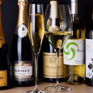 ワイン・日本酒・紹興酒など豊富に取り揃えております。