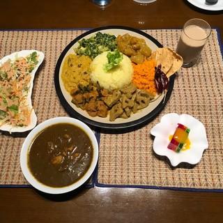 野菜や煮物は日替わりなので、訪れる度に違う味を楽しめます