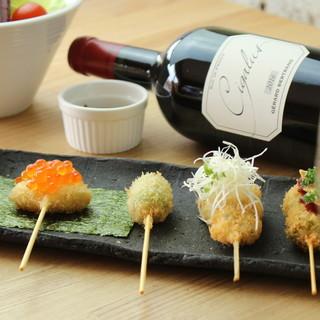 バラエティ豊かな世界各国のワインを、串かつと合わせて…。