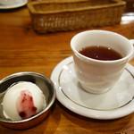 ツナパハ+2 - セットのアイスクリームと紅茶。