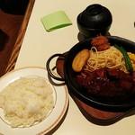 101008564 - ハンバーグライス(¥800)