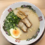 七福 - 料理写真:豚骨ラーメン 500円なり