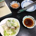 101017156 - サラダとダイコンキムチ(カクじゃない)
