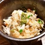 fours - ズワイガニとイクラ、カニみその土鍋飯@2,280円:お茶碗に取り分けて。
