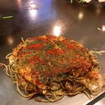 八紘 - そば肉たま&一味唐辛子フリフリ