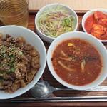 ジェ・イル - 和牛カルビ丼とミニユッケジャンうどん¥1000-