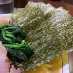 101032180 - 特製らーめん(もも肉)900円のほうれん草と海苔