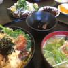 渥美の丼屋 まるみ - 料理写真:カツオのたたき・カキと菜の花の玉子とじ(2019.01.現在)
