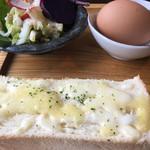 じょあん - 料理写真:チーズマヨネーズトースト  美味しいサラダ   ゆで卵