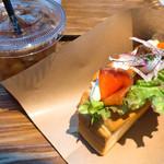 デイズ・サンドウィッチ・カフェ - スモークサーモン&クリームチーズサンド ¥853