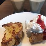 三井ガーデンホテル京橋 - 料理写真:朝食ビュッフェ2000円。フレンチトースト、水出しアイスコーヒー、豆乳バナナスムージー。この組み合わせの食べ放題だけでもお値段の価値が(╹◡╹)