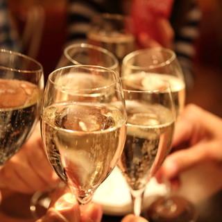 葡萄畑も手がけるオーナーソムリエ厳選のグラスワイン全25種