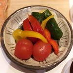 焼き鳥 平良 - トマトとパブリカきゅうりのピクルス