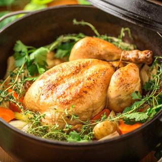 本格的なダッチオーブン料理「丸鶏のロースト」