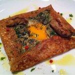 ノーネーム - ホウレン草とキノコ、半熟卵、カキのガレット