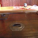 農家レストラン 土風里 - 蔵の扉をリフォームした机